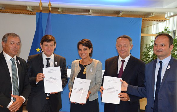 7-invites-article-1-photo-officielle-remise.jpg